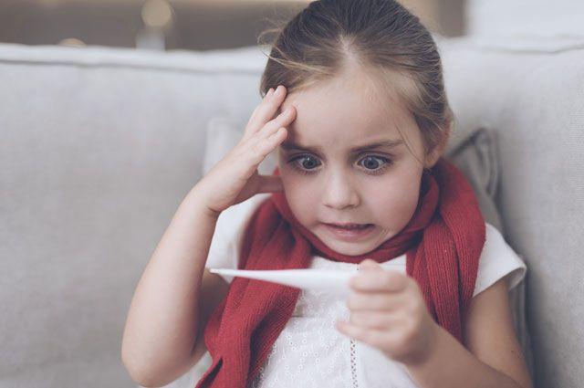 В детсадах и школах региона усилили дезинфекционный режим и ввели так называемый «утренний фильтр» для приходящих в образовательные учреждения детей, а также ограничили проведение массовых мероприятий.