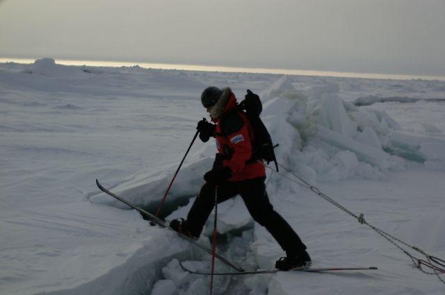 Пролив большую часть времени забит ломаным битым льдом.