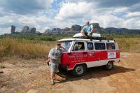 Со своим компаньоном Александром Морозовым (справа) Николай (слева) познакомился 8 лет назад в джунглях Венесуэлы.