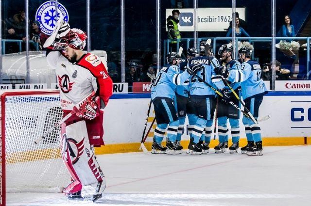 Все три шайбы в ворота соперников в основное время отправил финский нападающий Юусо Пуустинен.