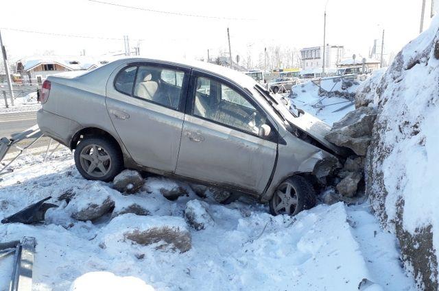 В Бердске автолюбитель совершил ДТП на пересечении федеральной трассы Р-256 и улицы Горького.