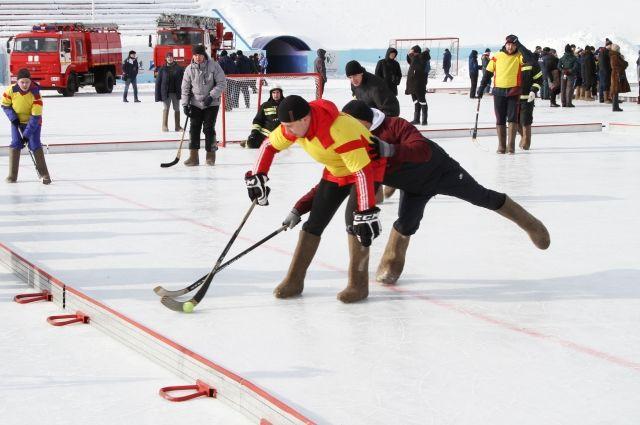 В Новосибирске под эгидой регионального МЧС проходят необычные хоккейные турниры.