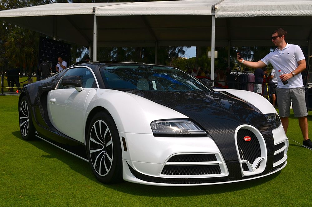 Bugatti Veyron Vivere By Mansory — 3,4 млн долларов. В 2014 году компания Bugatti представила модель Veyron Vivere от тюнинг-ателье Mansory в узнаваемом черно-белом кузове.