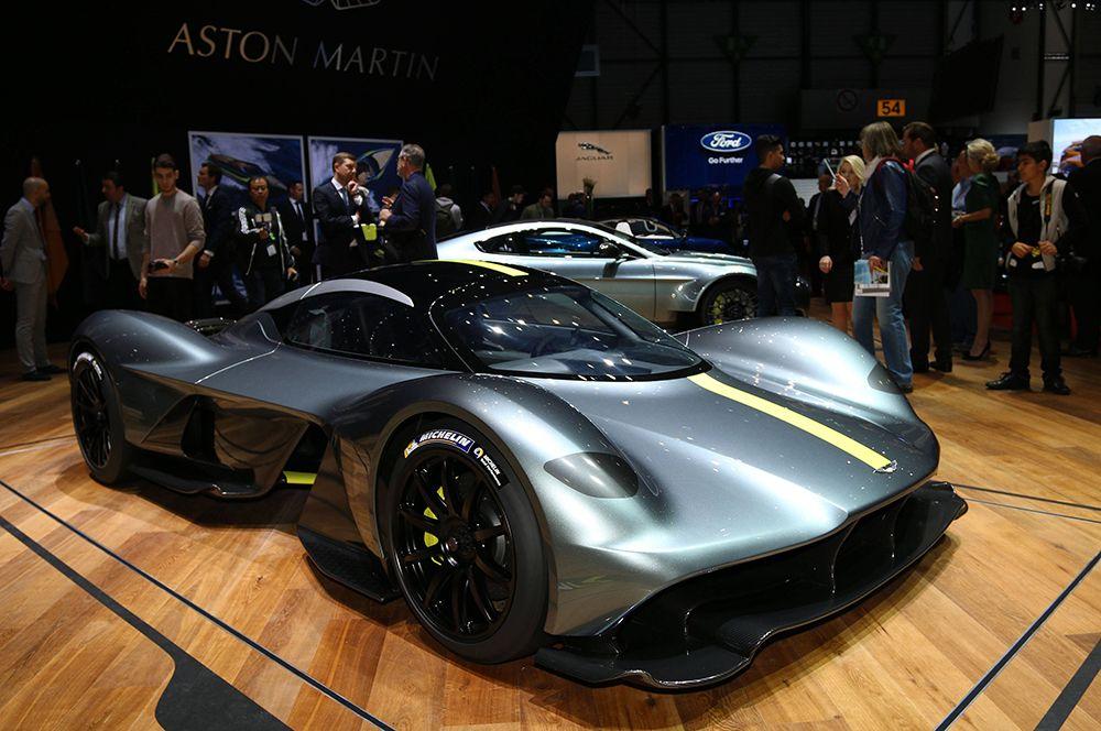 Aston Martin Valkyrie — 3,2 млн долларов. Этот гибридный спорткар от Aston Martin существует в двух версиях: трековой и дорожной. Производство последней ограничено 150 единицами.