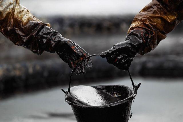 ОПЕК и РФ обвалили цену на нефть на 30%