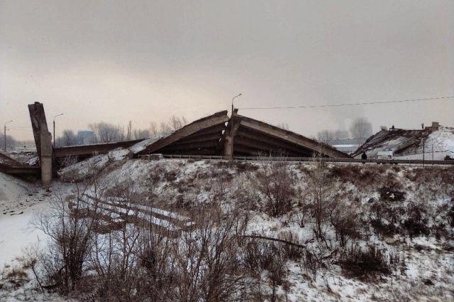 Местные жители боятся, что может повториться ситуация с рухнувшим путепроводом.