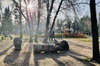 В Запорожье умерла девочка, на которую упал деревянный медведь