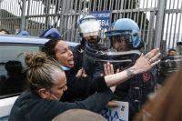 Родственники заключенных пытаются взять штурмом римскую тюрьму Ребиббия.
