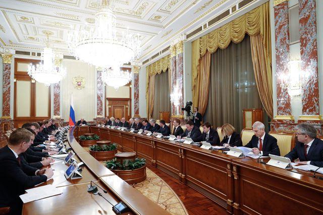 Михаил Мишустин проводит совещание с членами кабинета министров.