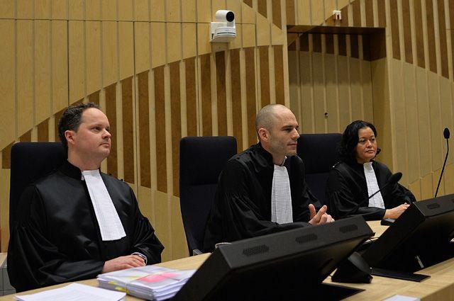 Государственные прокуроры на заседании суда в комплексе правосудия Схипхол (Justice Complex Schiphol) в нидерландском Бадхоеведорпе по делу о крушении самолета Boeing 777 рейса MH17.
