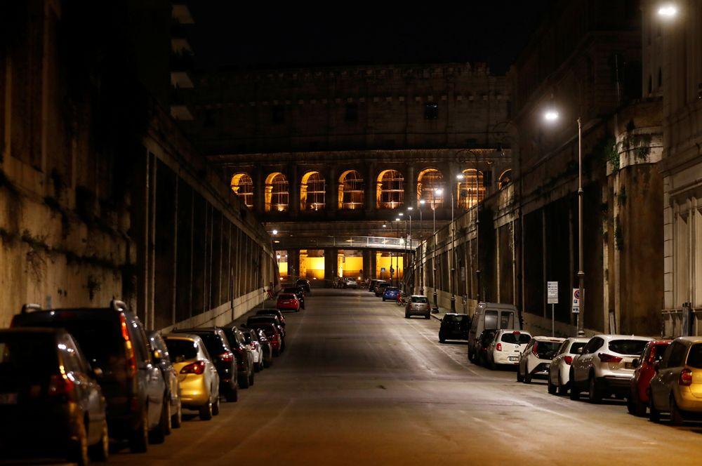 Колизей ночью.