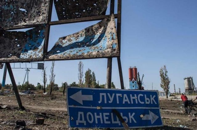 Ситуация на Донбассе: враг обстрелял школу в Марьинке