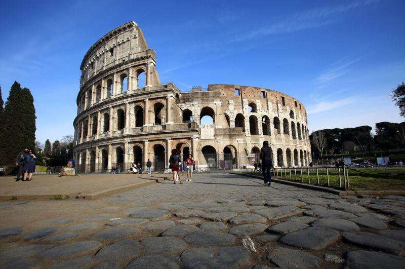 Римский Колизей без туристов.