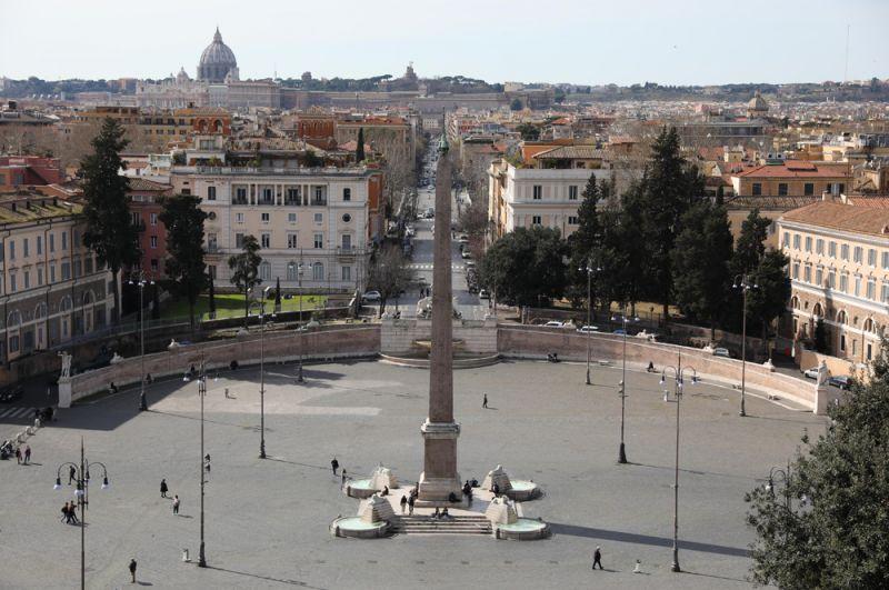 Площадь Пьяцца-дель-Пополо в Риме.