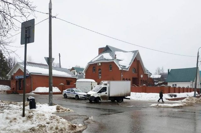 По улице Лепешинской со стороны улицы Заречная в направлении улицы Кустарная двигался неустановленный автомобиль. В районе дома № 67 он сбил 10-летнего мальчика.