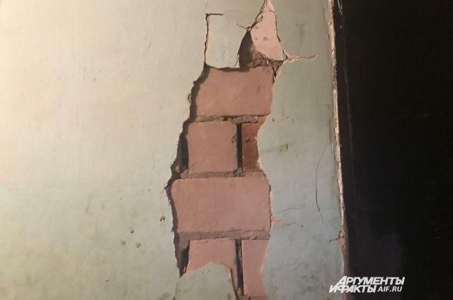 Письмо о наличии крена (отклонения от вертикали) наружных стен домов №3 и 5 по улице Звонарёва поступило в администрацию Мотовилихинского района от компании «Домком» в октябре 2019  года.
