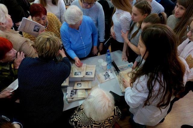 В зале многие плакали. когда слушали рассказ Лилии Дерябиной о детстве в немецком лагере для военнопленных.