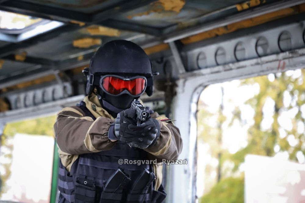 Боец ОМОН. Тренировка по освобождению заложников