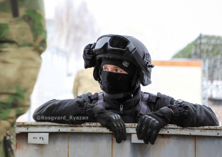Боец ОМОН. Учебное занятие по освобождению заложников