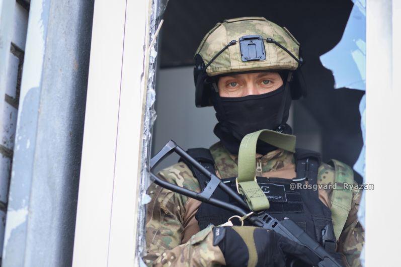 Офицер СОБР. После штурма здания