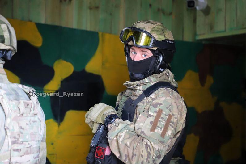 Сотрудник СОБР. Учебная спецоперация по освобождению заложников