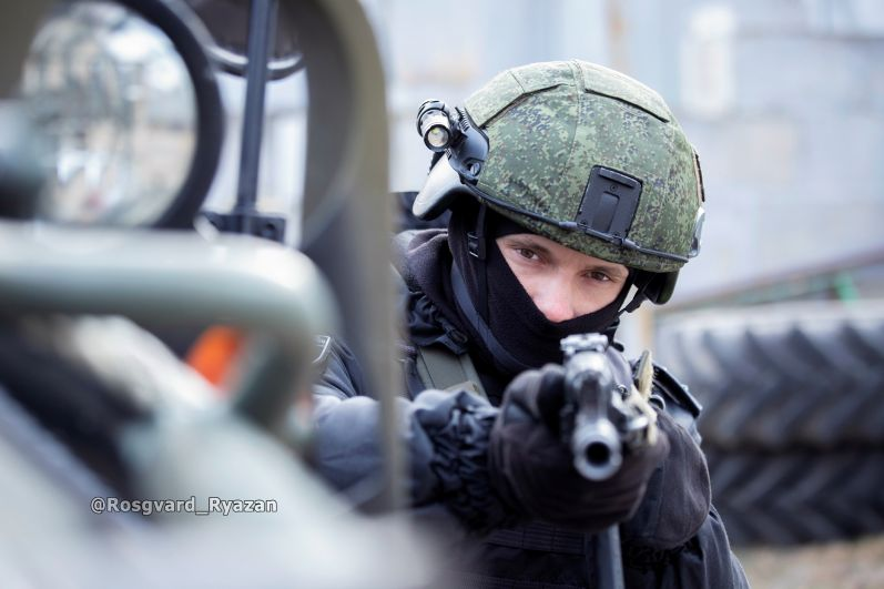Офицер ОМОН. Учебная спецоперация по обнаружению и задержанию преступников