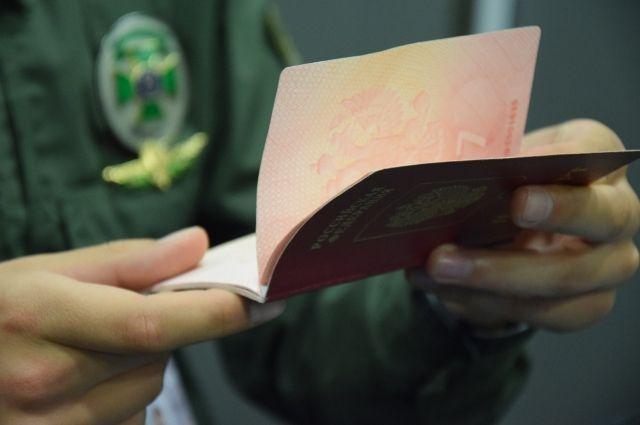 Бизнесменам из РФ запретили въезд в Украину из-за незаконных поездок в Крым