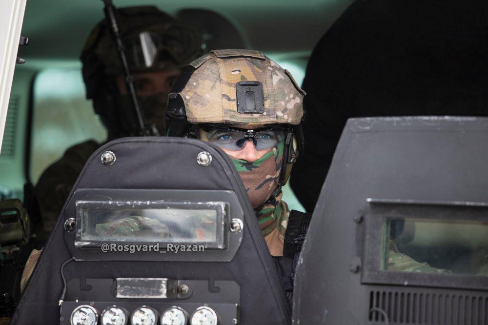 Офицер СОБР. Захват движущегося автомобиля