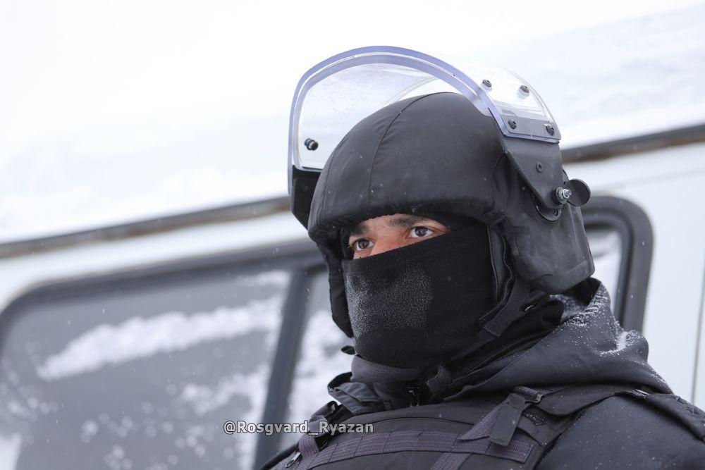 Боец ОМОН. Тренировка по обезвреживанию взрывного устройства