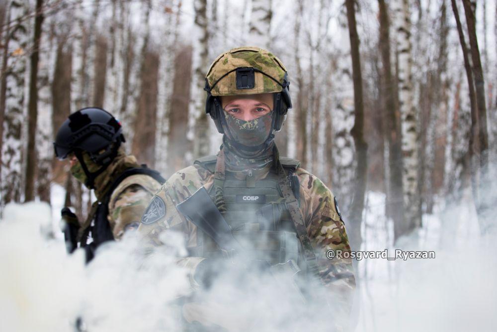 Офицер СОБР. Тактические занятия в лесном массиве