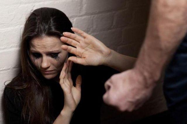 Во Львове мужчина ударил девушку кулаком в лицо за отказ познакомиться