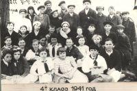 Лёня Богачёв (третий слева в верхнем ряду) был жизнерадостным пареньком
