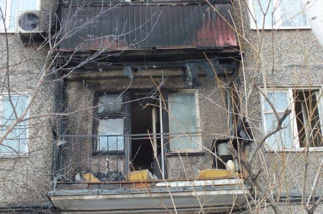 В Орске полицейские спасли мужчину и потушили пожар.