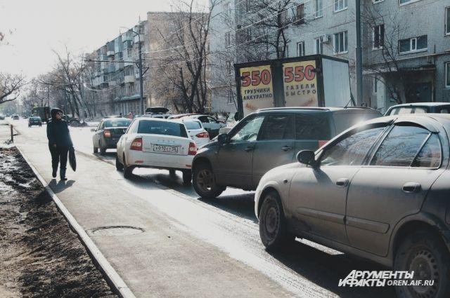 В Оренбурге на улице Полигонной столкнулись Lada Granta и газель