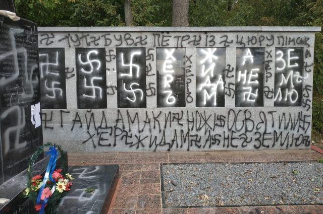 В Кировоградской области будут судить вандала, рисовавшего свастики
