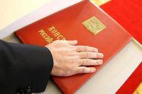 За поправки в главный документ страны проголосовали члены Совета Федерации.