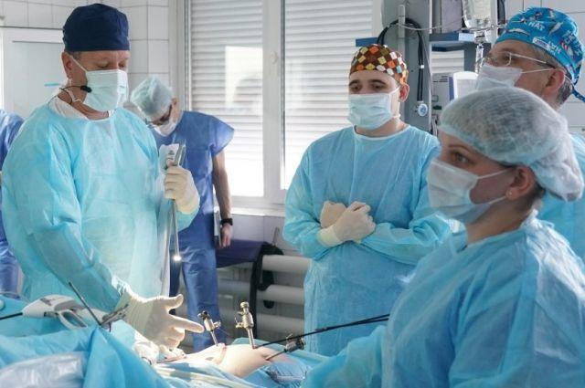 Операция проводилась при помощи эндоскопического иснтрумента.