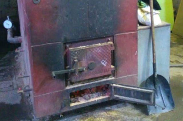 Маленькая печка с большими загрязнениями.