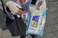 На улицах Киева стали продавать наборы  «против коронавируса»