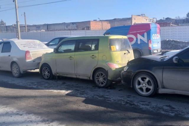 На проезде Энергетиков в сторону Железнодорожного района столкнулись четыре автомобиля.