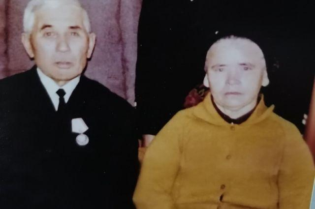 Кашфендин Аблятипович с супругой - отец и мама Якуба Лятиева.