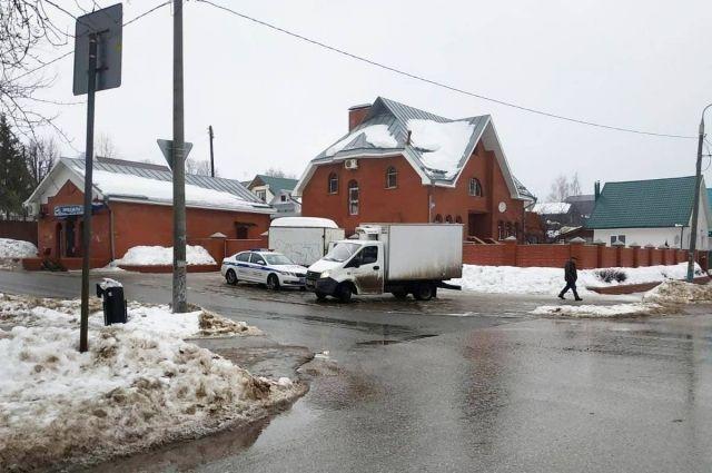 По факту оставления места аварии полицейские  возбудили административное расследование.