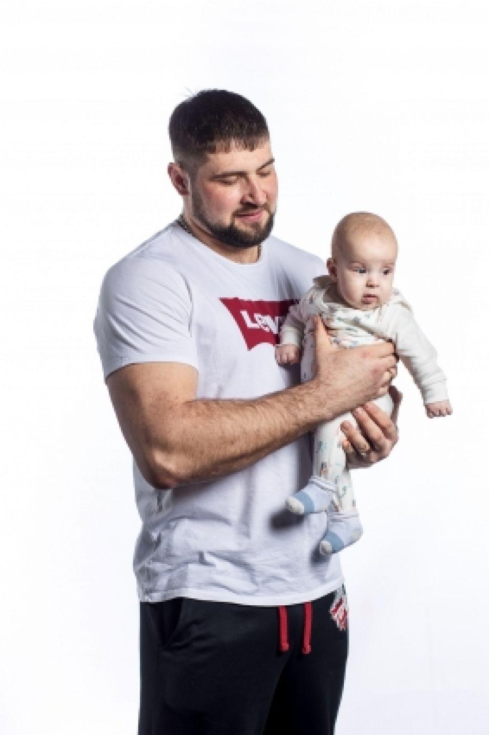 Виталий Лалетин - заслуженный мастер спорта России, семикратный чемпион Европы, семикратный чемпион мира по армрестлингу.