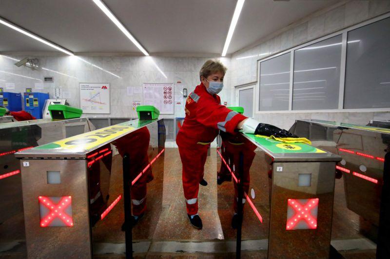 Санитарная обработка в метро Харькова.
