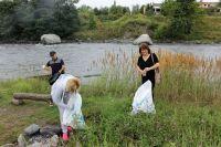 Волонтёры очищают берега Терека от мусора