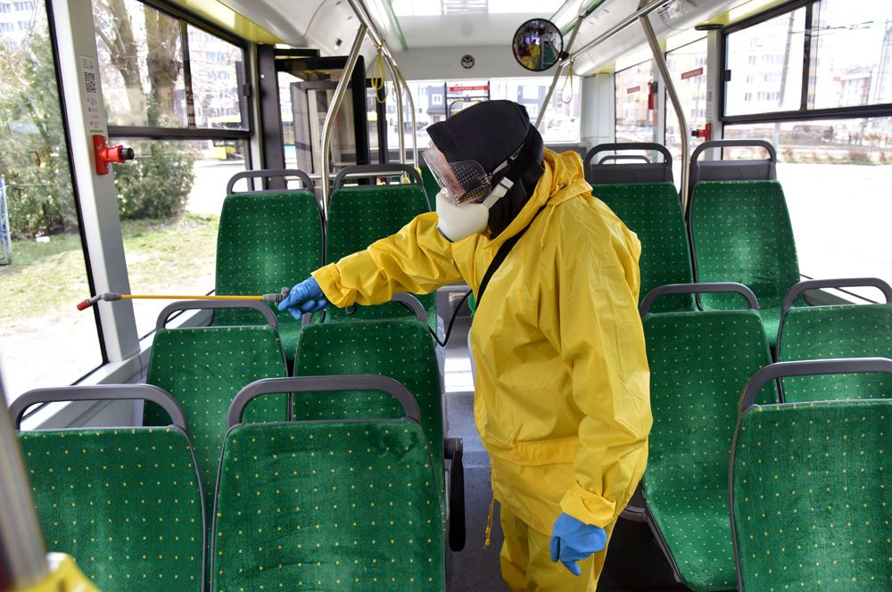 Санитарная обработка общественного транспорта во Львове.