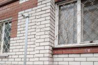 На фасаде домов обычно ставят три видеокамеры.
