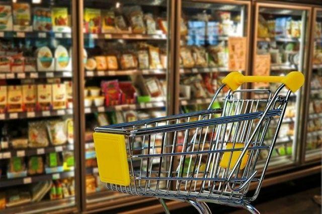 Накануне крупные ритейлеры сообщили, что по стране вырос спрос на крупы, консервы и макароны, а также средства гигиены.