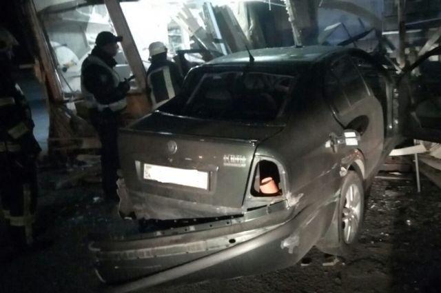 В Днепропетровской области автомобиль въехал в магазин