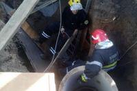 Во время установки колодца в Киеве мужчину засыпало землей
